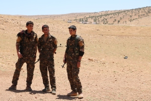 Kämpfer der YBŞ in Şingal.